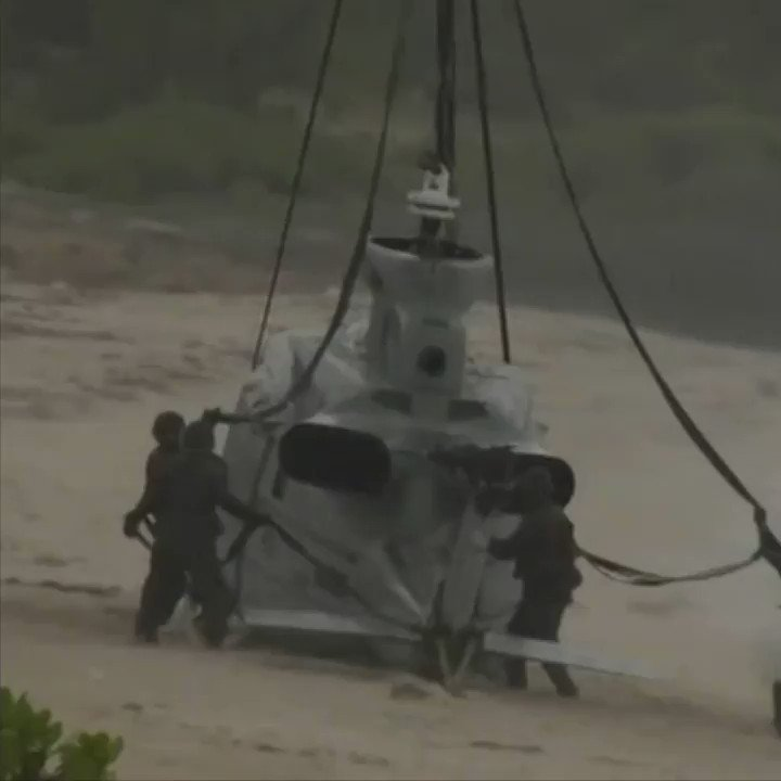 US Marines rescue their helicopter... with a BIGGER one ��  https://t.co/jgHujdq1Hi https://t.co/Vy5S54OZTC