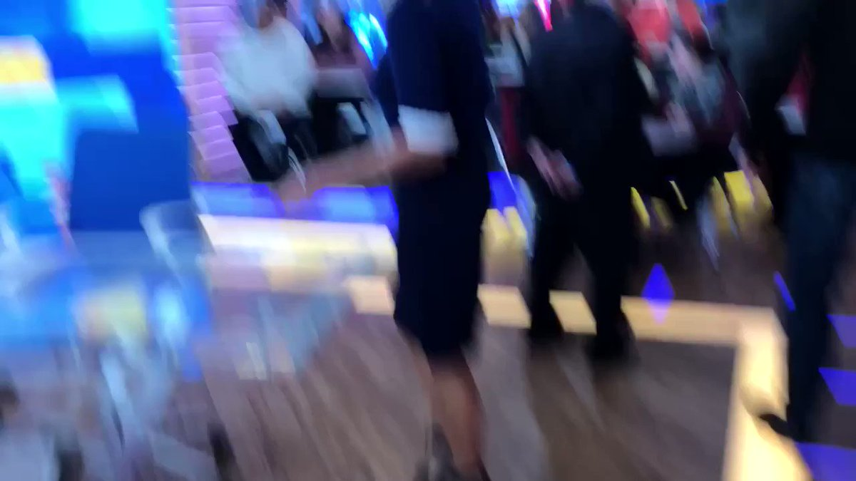.@LaraSpencer excitedly talks about her engagement between takes! #ThisIsGMA https://t.co/GiCD3F4sdm