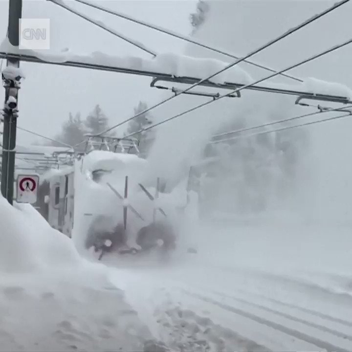 Tourists had to be airlifted out of this ski resort after heavy snowfall in Switzerland https://t.co/cNqV5rrppp https://t.co/dEQCkb3oaP