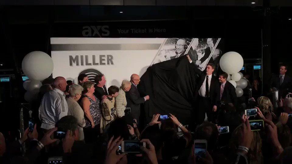 RT @STAPLESCenter: Welcome to Star Plaza Bob Miller! #BobMillerCelebrationDay #GoKingGo https://t.co/jloFd0ngiH