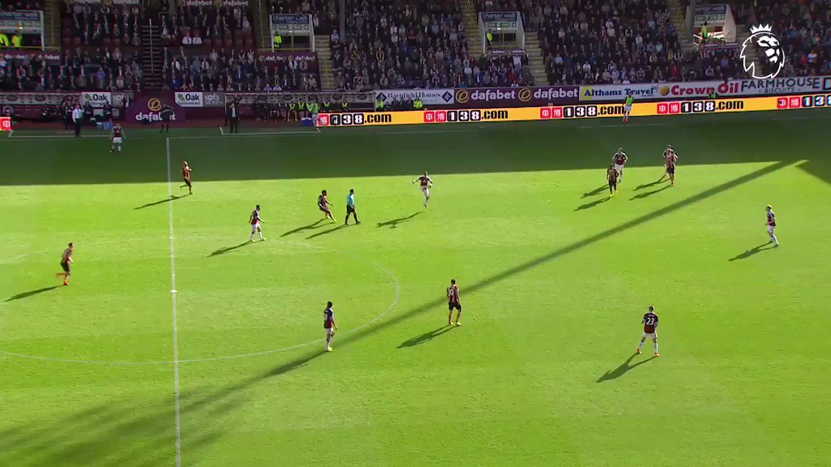 That touch �� That finish ��  #GoalOfTheDay is a @StevenDefour peach for @BurnleyOfficial https://t.co/OBrRhIxj1t