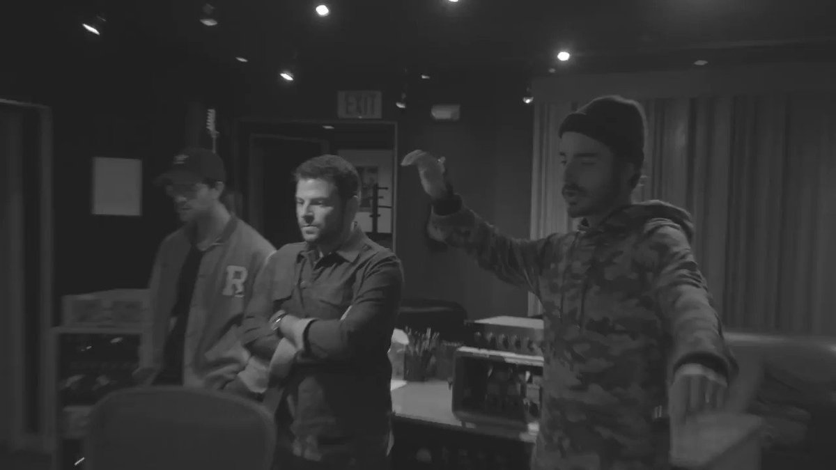 One more reason to be thankful for @jtimberlake...  He discovered @theshadowboxers �� https://t.co/c6t6JHPkG7 https://t.co/wbiRtkRUnf