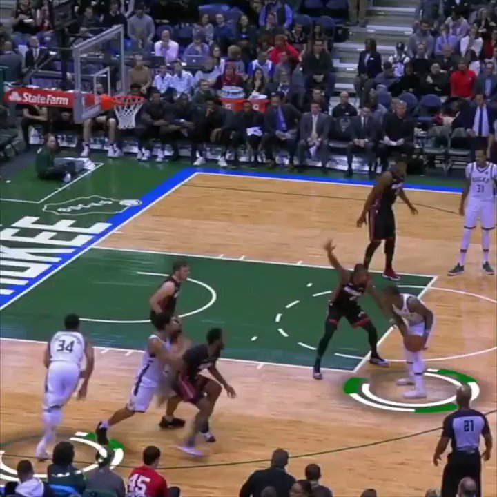 Giannis and Bledsoe showed just one of the many ways they can score in the CW's @blacklightning Electric Play. https://t.co/jiwc8INhaD