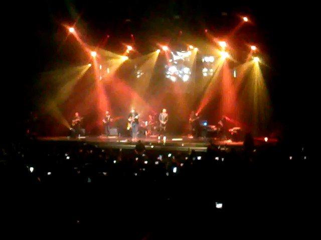 #tbt  mis colombianos favoritos ������ @SantiCruz @manuelmedrano cantando en el @TMetropolitanMx ������ https://t.co/zBfihEJfBv