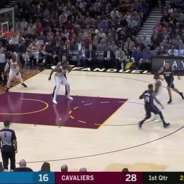 LeBron went behind the back and BETWEEN A DEFENDER'S LEGS. https://t.co/opqcb56YpM
