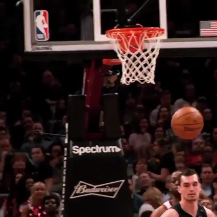 D-Wade's face when he sees the pass LeBron just pulled off >>>>>>>> https://t.co/OEhU6eP5dh