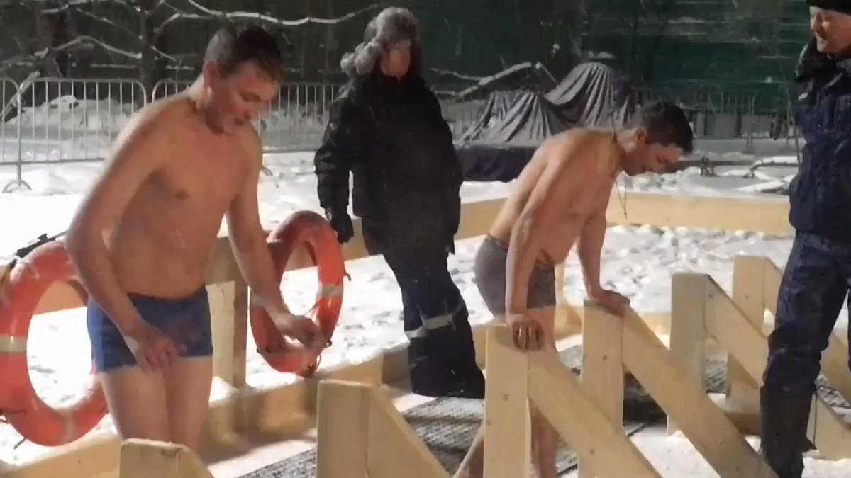 Watch Russians trying to cleanse their souls in the icy waters of a Moscow lake. https://t.co/PlSrJltkIj