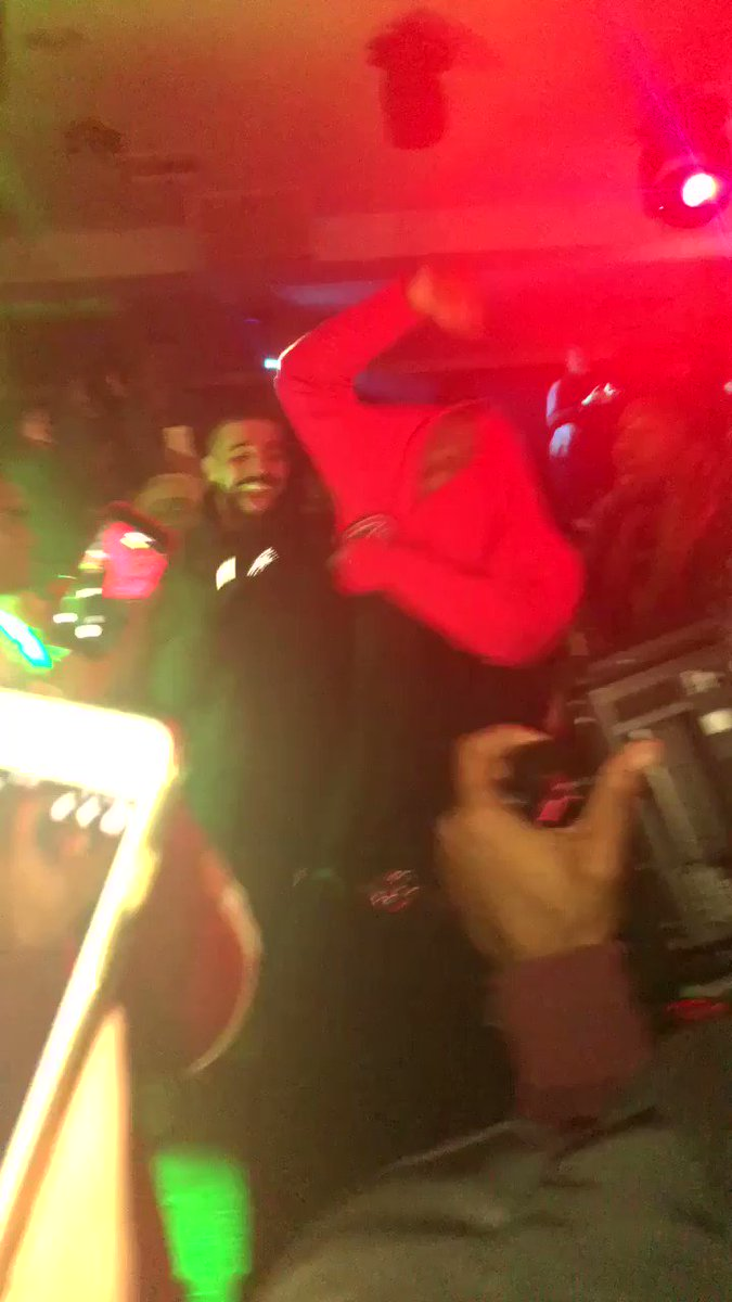 RT @__sydneyyyb: Drake & Blocboy last night, live af https://t.co/OGqUXntaXg