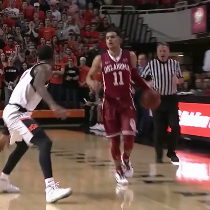 Trae Young put up 14 points and 3 assists in the first half, but OK State leads the 4th-ranked Sooners, 42-30. https://t.co/POanFujV0a