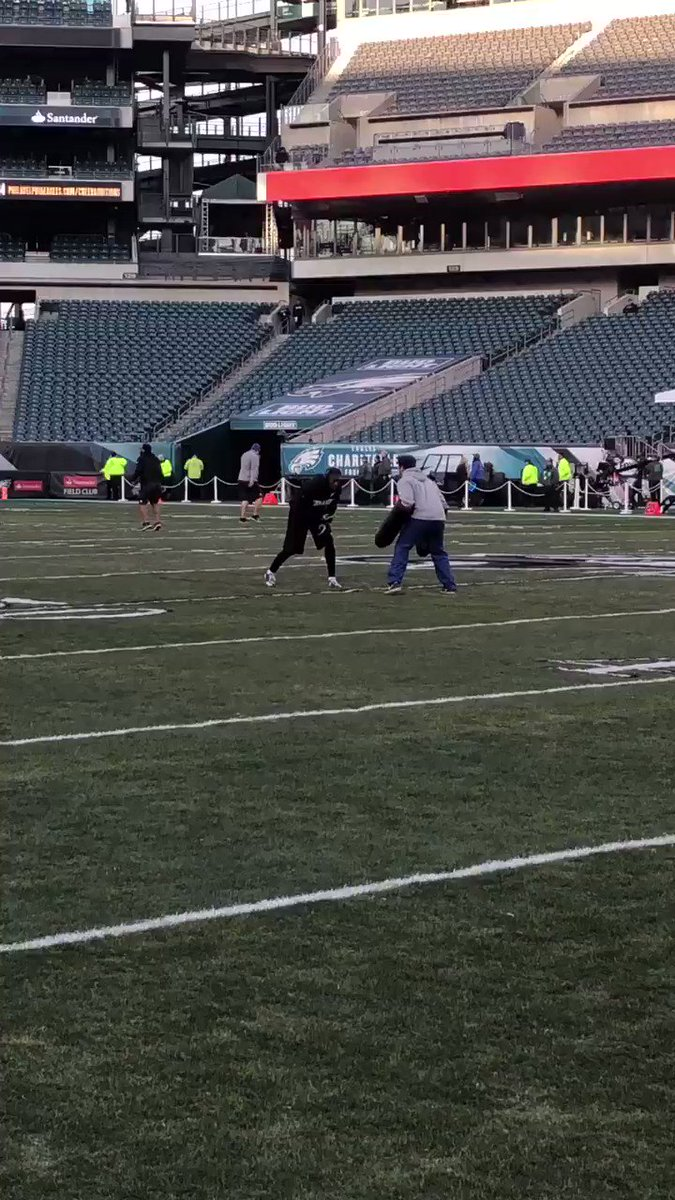 13 getting warmed up.   #FlyEaglesFly https://t.co/v1paQer3sX