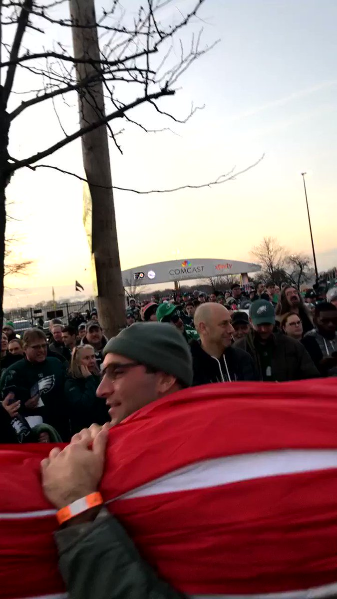 The American Flag is carried into @LFFStadium for tonight's National Anthem.  #FlyEaglesFly https://t.co/CyMk7kXGu2