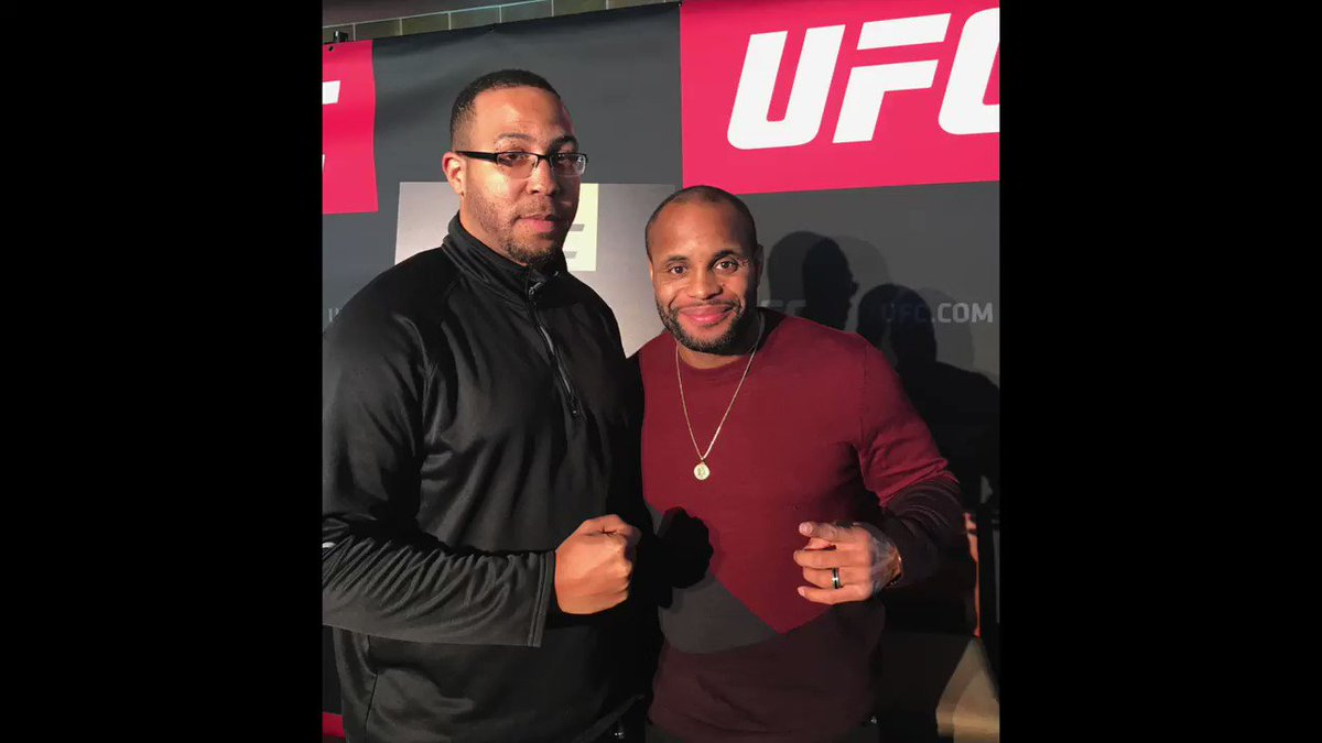 In case you missed it: Our Unsanctioned co-host @JayoCity caught up with Daniel Cormier before his victorious fight at #UFC220. Glad to see @dc_mma saw his plan through. *Shoutout to @steveaustinBSR! https://t.co/jvQjrbJmvZ