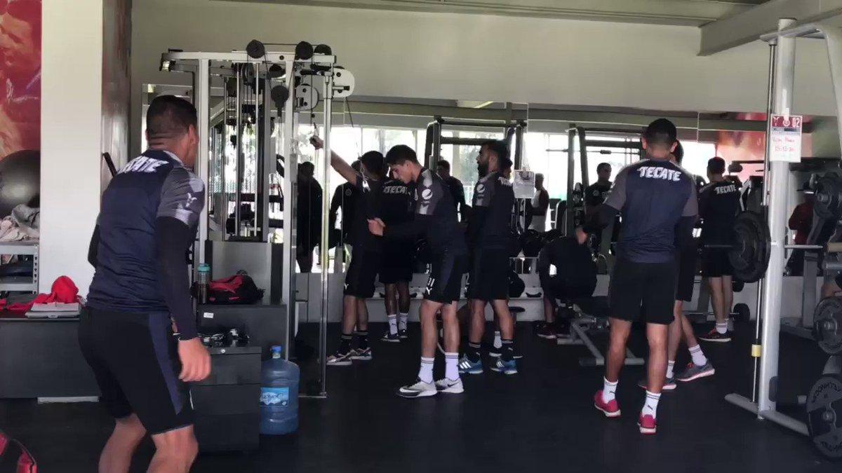 RT @F_Quirarte: Luego de conseguir el triunfo, así entrena @Chivas https://t.co/LelMb5GjnU