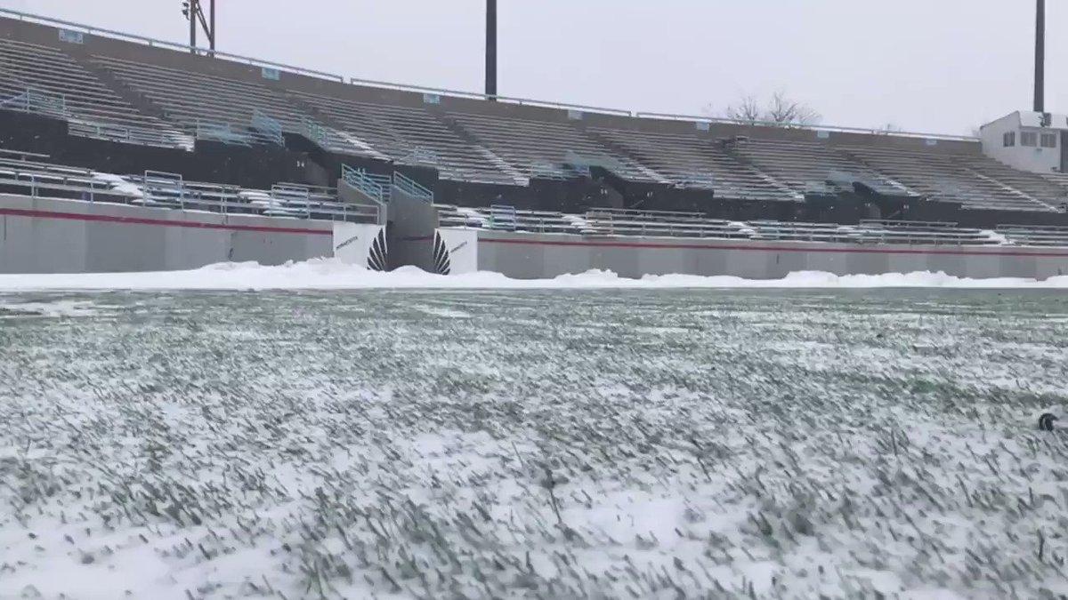 <obligatory it's snowing in Minnesota tweet>  #MNUFC https://t.co/avQKg04enj