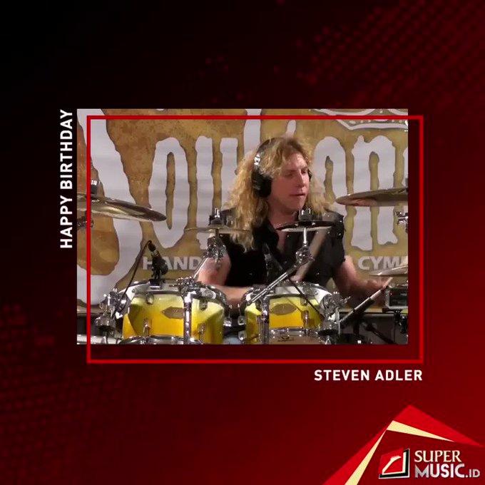 1965: Happy Birthday Steven Adler. Mantan penabuh drum berusia 53 tahun hari ini