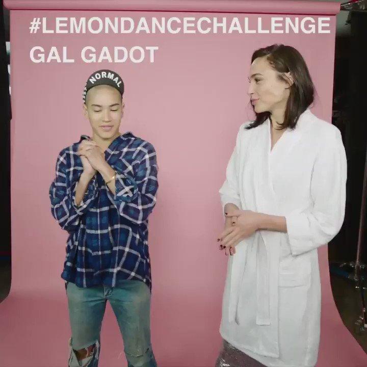 Taking a dance break at my @revlon #LiveBoldlyshoot. Thanks @nerdarmy and Mette Towley for teaching me the🍋 #LemonDanceChallenge! https://t.co/FHo6HQ6rGh