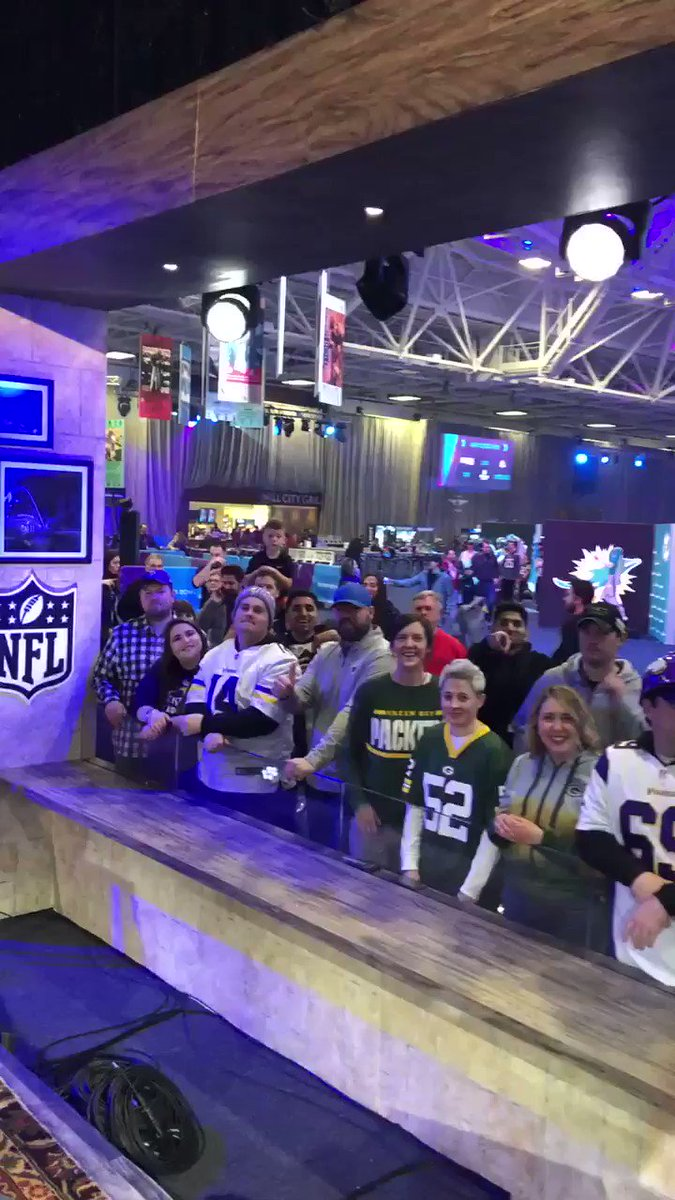 No fans like football fans!! #sb52 #PlayersOnly https://t.co/gdUByW5k7L