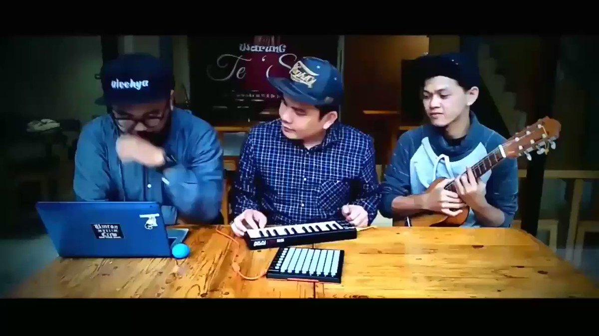 When remaja mesjid yang religius nan kreatif met lagu hits kekinian. https://t.co/zam4sGV1EI