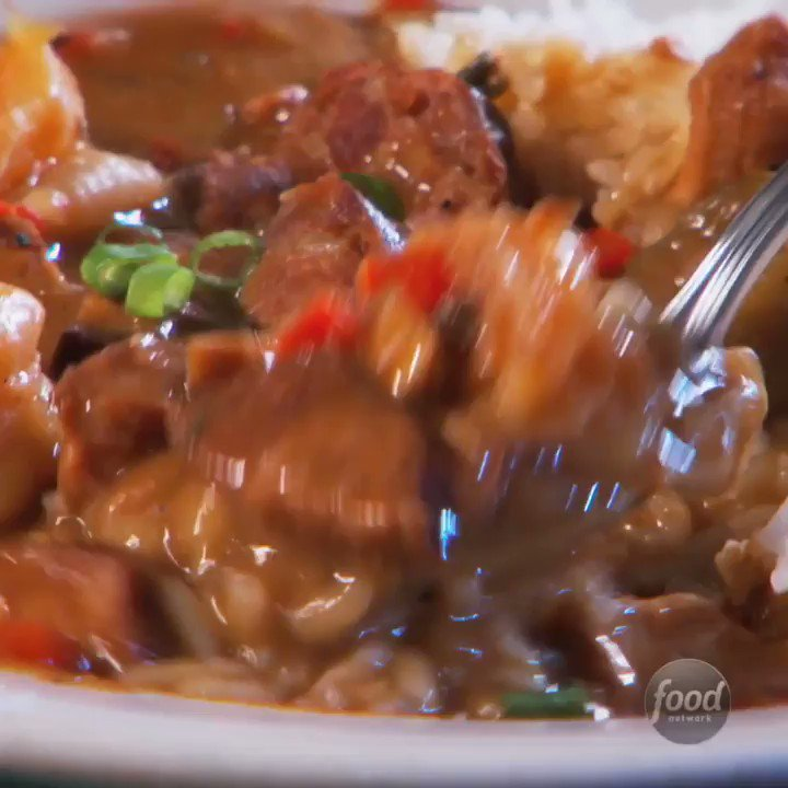 The secret to this righteous gumbo is a deep, dark chocolate roux.  #DDD with @GuyFieri > Tonight at 9|8c. https://t.co/ZpDV4Xs5h1