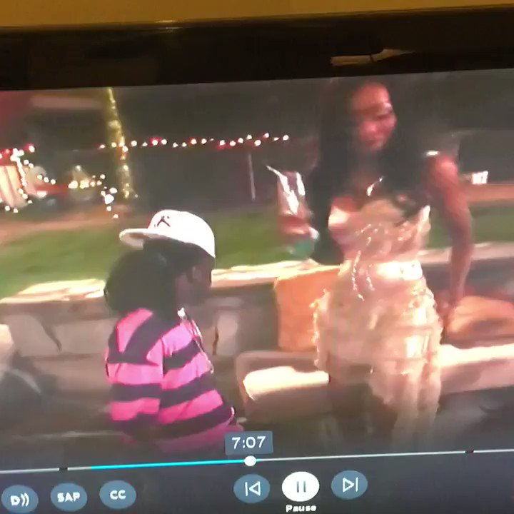 Why didn't VH1 adjust the camera for Midget Mac ���� https://t.co/BfhGsGLstv
