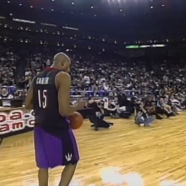 On this date in 2000, Vince Carter became Vinsanity at the dunk contest. https://t.co/zOtK2VKH6b