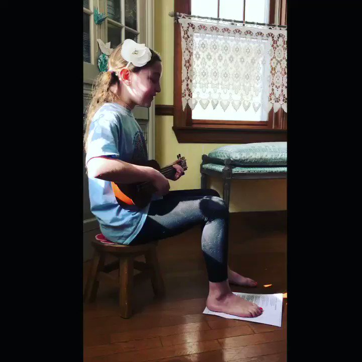 Today I'm practicing a special song and the words aren't lost on me. I'm a beginner ukulele player but not a beginner singing for love 💙 #sundayvibes #LivLOVE @helloemilyarrow @kalabrandmusic @helloemilyarrow @ingridmusic #heartbeeps #soooomany 💙 https://t.co/xYCQ5KneZq