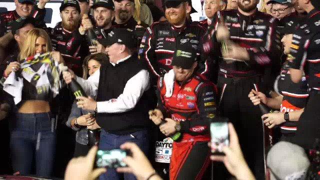 RT @ashstro: Celebrations with Pop Pop! 🍾  @austindillon3 gets the 🏁 for @RCRracing at @DISupdates. #Daytona500 https://t.co/WKq9xAYS1i