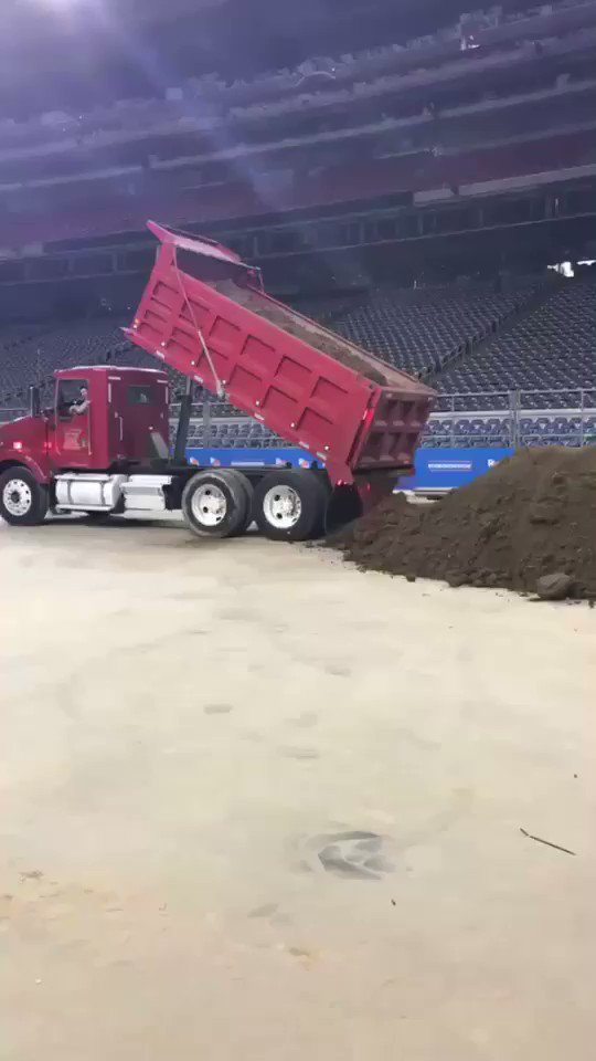 Good morning! Dirt rolling in to NRG Stadium can only mean one thing...IT'S RODEO TIME! 🚚 #RODEOHOUSTON https://t.co/mcpha7a9Ib