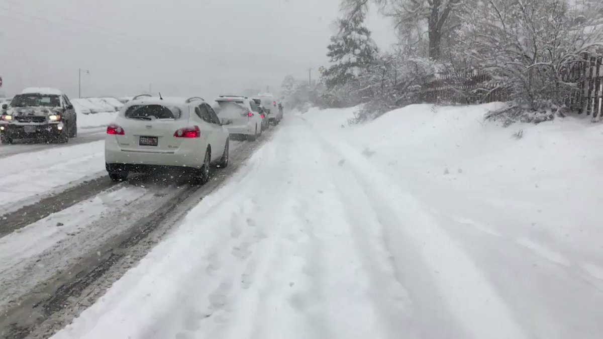 RT @SeanMoodyKSL: Traffic is a mess at Big Cottonwood Canyon! Both canyons are closed to traffic right now.  @KSL5TV https://t.co/7havPNpC0P