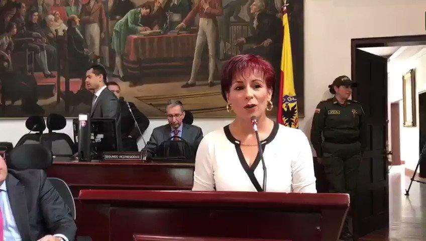 Recién posesionada la concejal @OlgaVictoriaRC agradece a Dios por permitir servirle a la ciudad y al país. @MovimientoMIRA https://t.co/8artb2dbaz