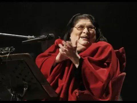 La negra Sosa cantando Bella Ciao. Me muero. https://t.co/4qRnHErzCV