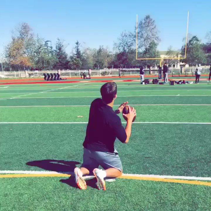 2 knees + 40 yd line + endzone = crossbar @JoshAllenQB @barstoolsports @BleacherReport @ESPNNFL @nflnetwork https://t.co/csCMKPv8SR