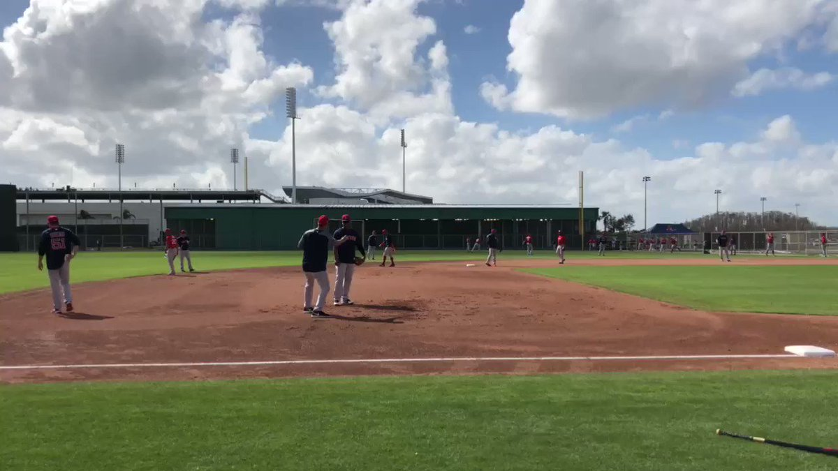 Taking grounders at 3B with @Rafael_Devers and @mikelowell25! #SoxSpring https://t.co/cqUEhTkef5