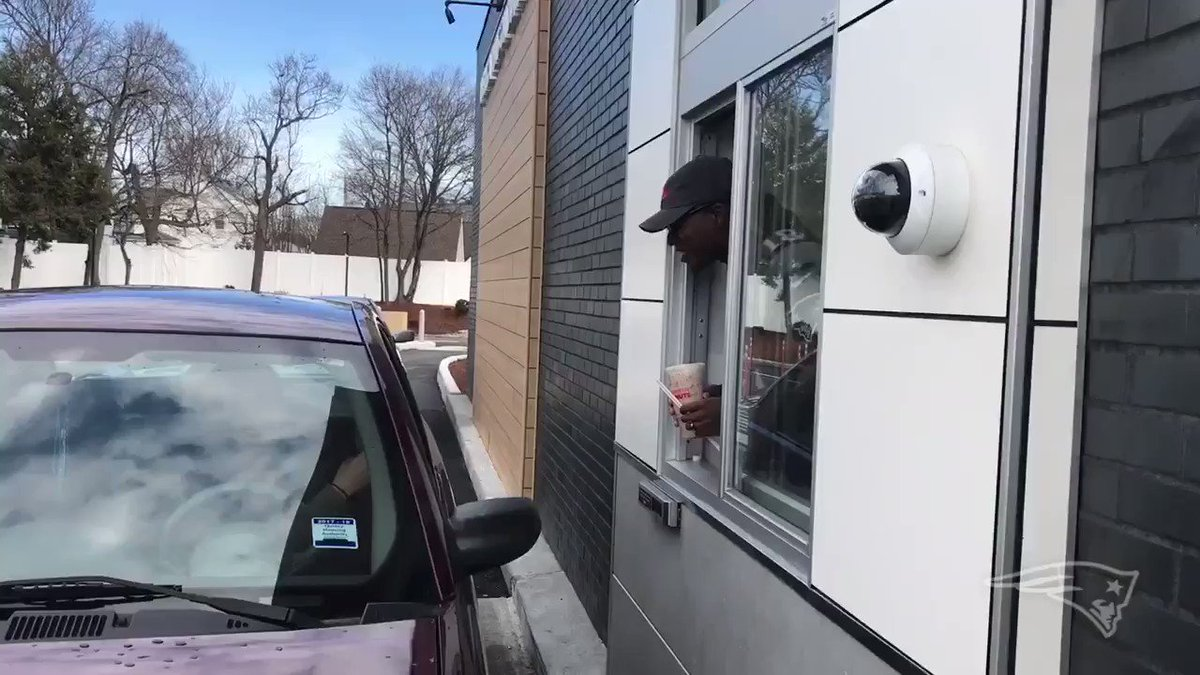 When a 7-time Pro Bowler is at the @DunkinBoston window... https://t.co/ghEMJJDKQV