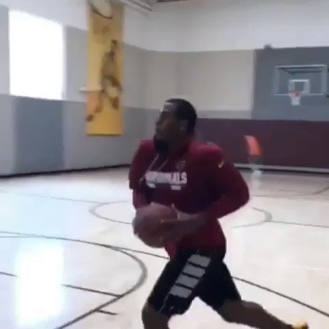 .@reemthedream_95 putting on a show in the gym.  [via kjmartin96/IG Stories] https://t.co/GtxI7Lc8i8