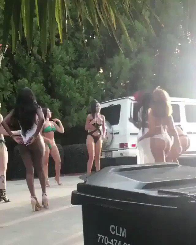 RT @NBA_Skits: Akon having the time of his life. ????   https://t.co/JIImZtU2Iv