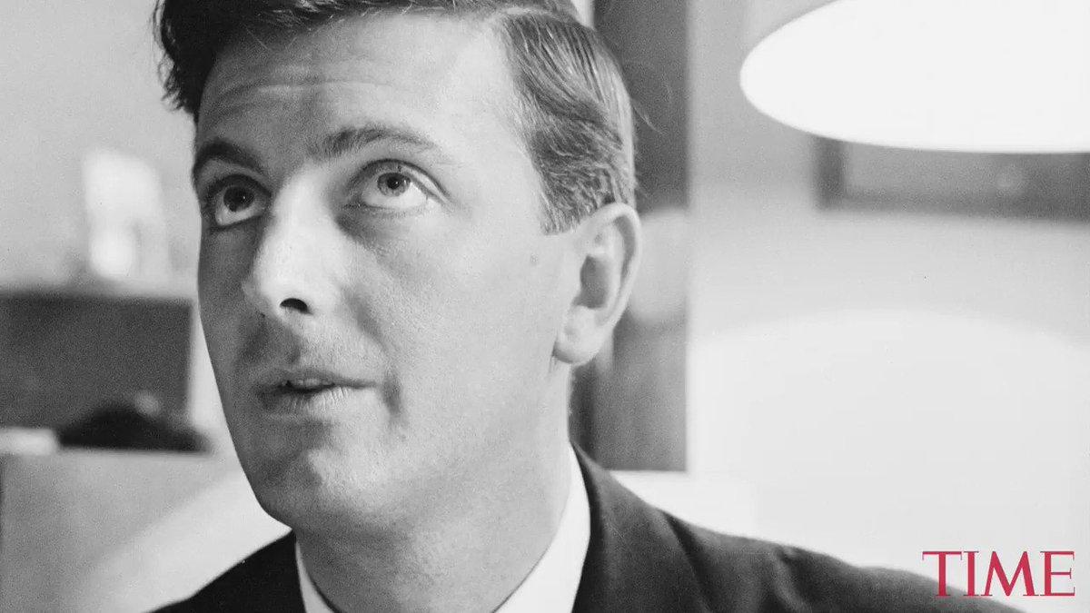 Revolutionary fashion designer Hubert de Givenchy dies at 91 https://t.co/sr3YAfpdeg https://t.co/ptVUNwd3kk