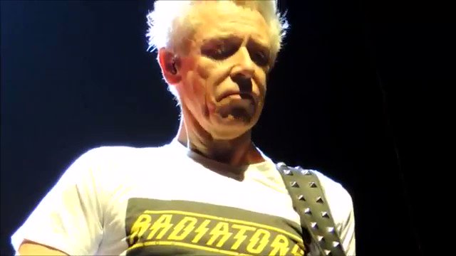 Adam Clayton, baixista do completa hoje 58 anos. Hey Adam, happy birthday man!
