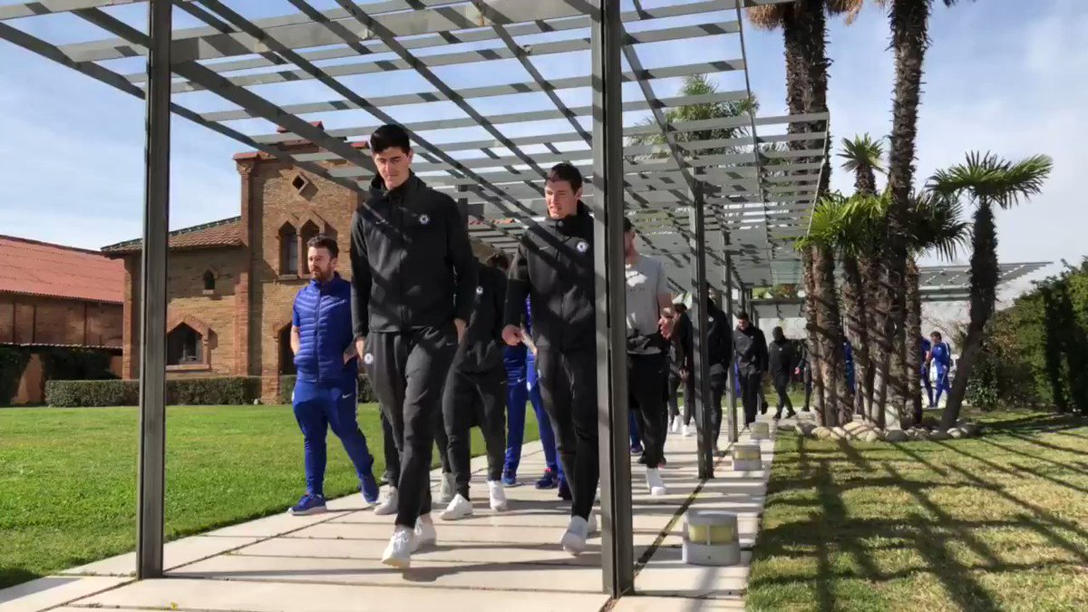 'No paparazzi please!' ��  The Blues are out for their pre-match walk in Barcelona... #BARCHE https://t.co/zNjKsmUkHy