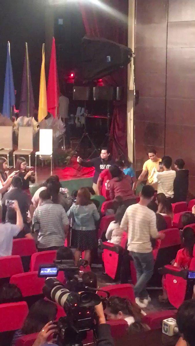 Hawak kamay... #AngPasasalamatNgBAGANI https://t.co/8NjqOZv1am