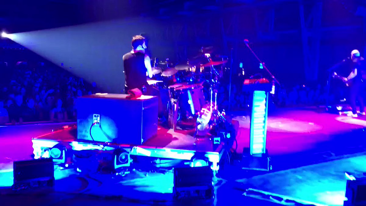 Drumming whilst blindfolded... no problem ���� #FreedomChildTour https://t.co/luowE8BoJS