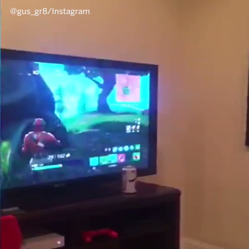 Turns out @ovi8 is great at Fortnite too. https://t.co/eOPgbvATTR