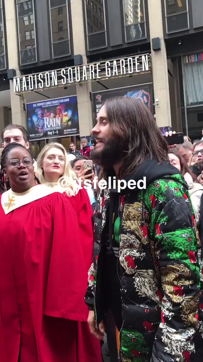 RT @itsfeliped: I JUST MET @JAREDLETO AND WE SANG WALK ON WATER TOGETHER KAGSAJHJGHBA @30SECONDSTOMARS https://t.co/gItmUDJM5L