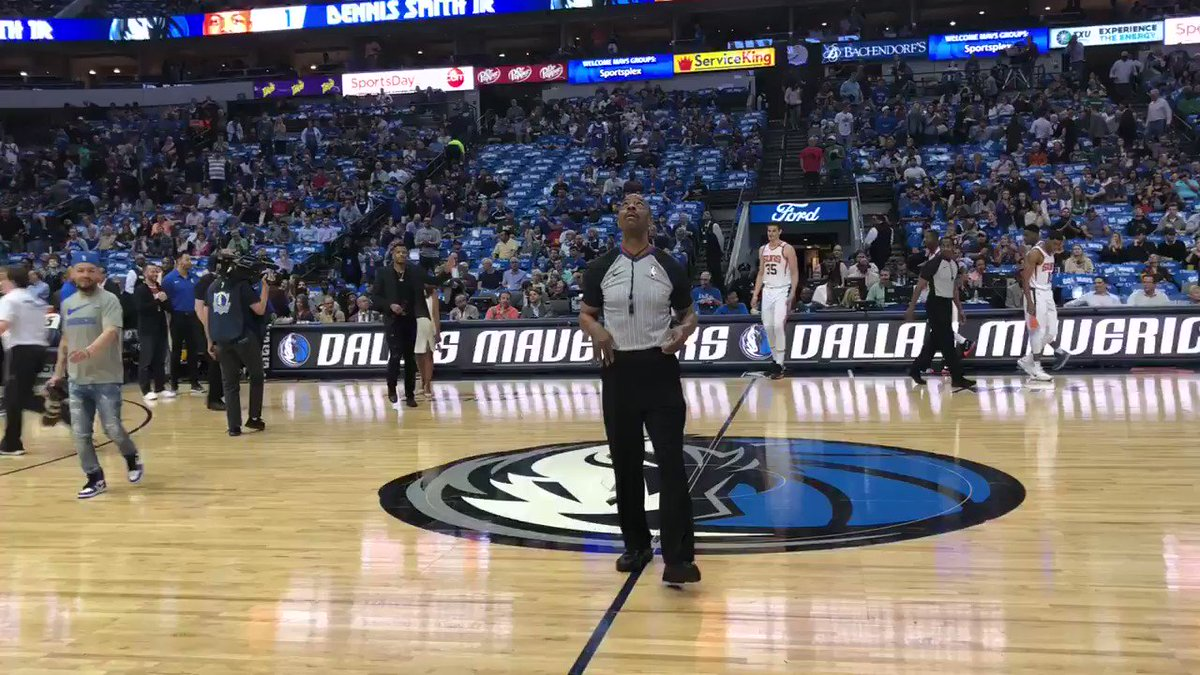 Special address by @Dennis1SmithJr to the crowd at our #FANtasticFinale! #MFFL https://t.co/iw3auRnPU9