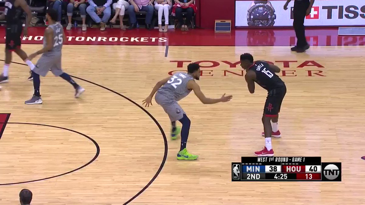 Capela bringing out the guard moves! �� https://t.co/IcjmV62GhW