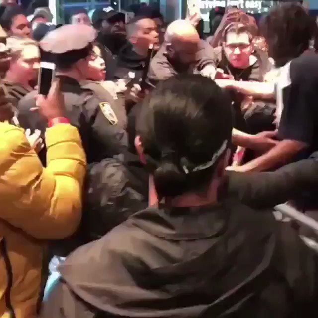 J. Cole rushes into Gramacy Theatre for KOD listening event: https://t.co/L3IAdhS5Tx https://t.co/BVuBc81dL7