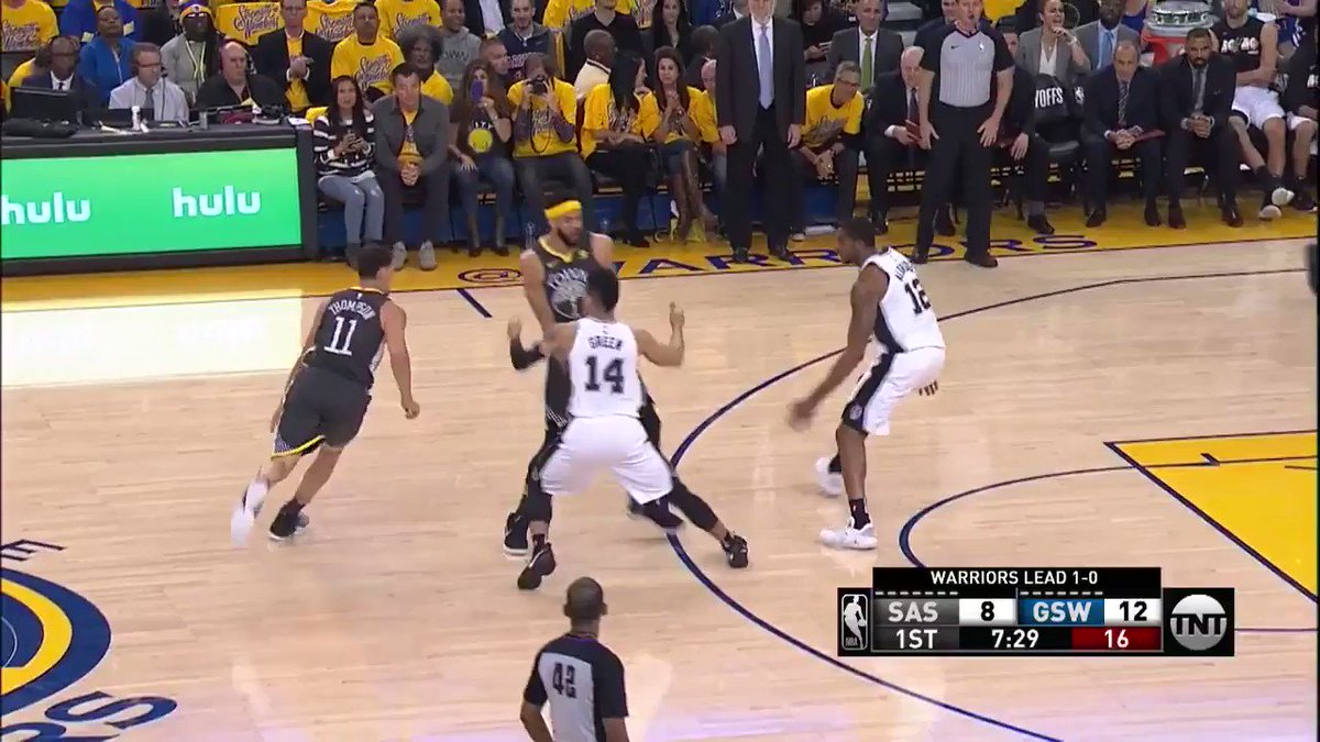 Iggy is on fire! ��  9 points on 3/3 from deep to start the game.  #DubNation #NBAPlayoffs   ��: @NBAonTNT https://t.co/EiqehKnDAQ