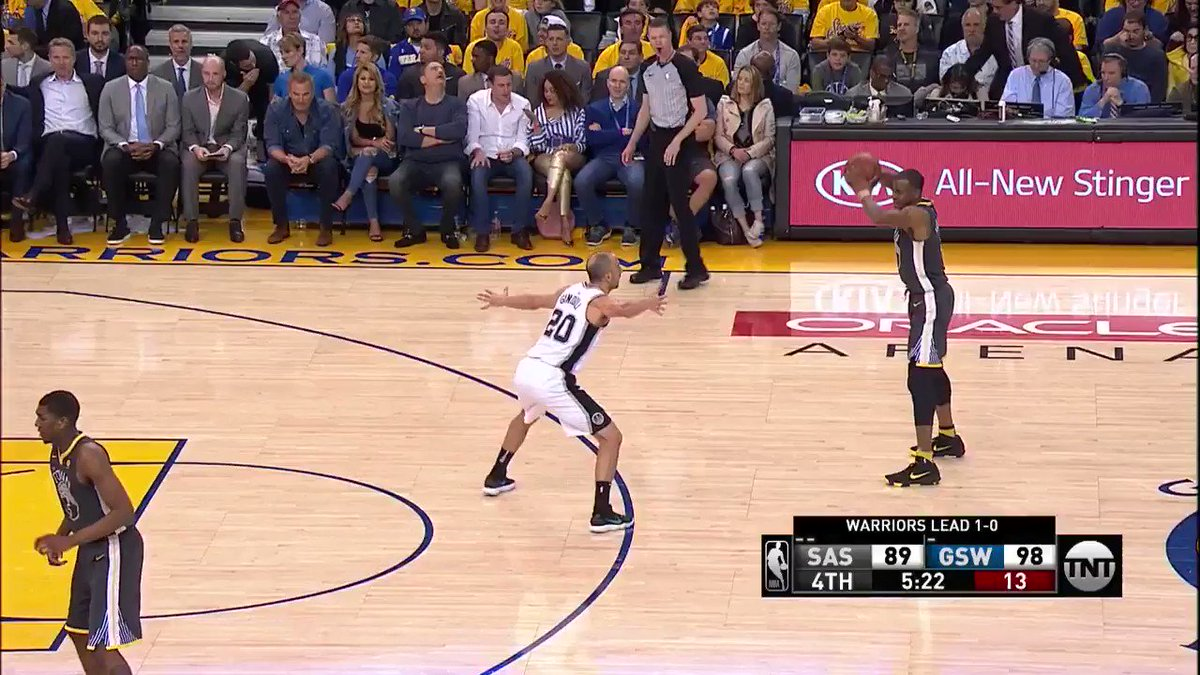 11 in the 4th!  Klay is heating up ��  #DubNation https://t.co/MLzh1GUBJu