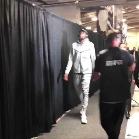 The @warriors lock in ahead of Game 4 on #NBAonABC (3:30pm/et)! #NBAPlayoffs #DubNation https://t.co/0RtNQNv4yI