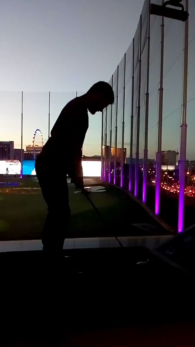 eezequiel: .@nexcess treating us with golf night! Here @mbalparda trying his swing #awesomeee #magentoimagine https://t.co/WWOiWhrEkj